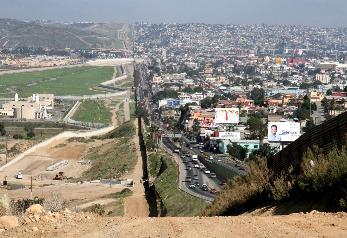 El muro construido por México en su frontera con Guatemala